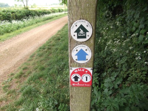 kingston lacy path sign